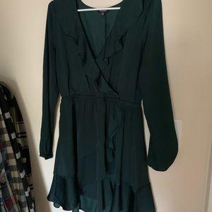 Express ruffled dress. Green